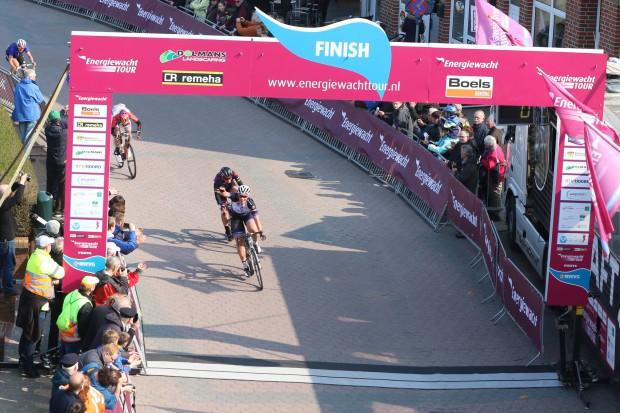10-04-2016: Wielrennen: Energiewachttour vrouwen: Borkum BORKUM (GER) wielrennen De slotetappe van de Energiewachttour was een etappe op het Duitse Waddeneiland Borkum. De slotetappe van de Energiewachttour is gewonnen Kirsten Wild voor de Zwolse was het alweer de tiende etappe overwinning in deze koers