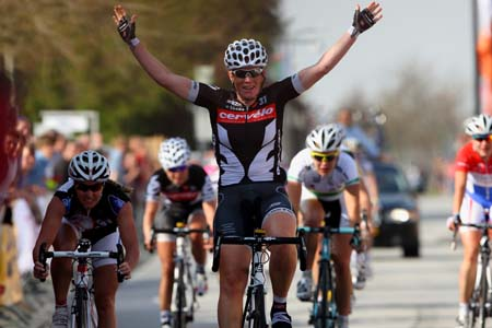 Kirsten Wild (Cervelo Test Team) wins Omloop van Borsele ahead of Rochelle Gilmore (Lotto Ladies Team) and Kirsty Broun (Australia)